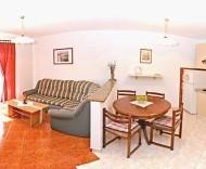 a12apartmani-gordana-livingroomwithdiningpart.jpg