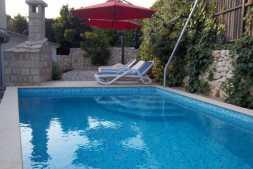 Apartmani za 8 osoba s bazenom