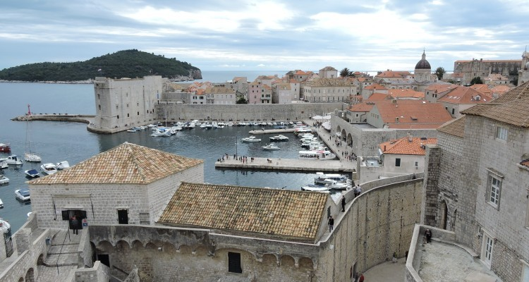 Why is Dubrovnik a top destination for tourists?