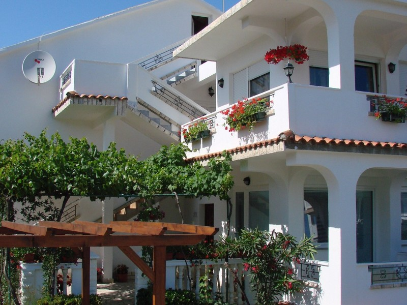 Apartments LOVRO